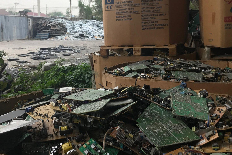 Journeyman Pictures: The E-Waste Curse